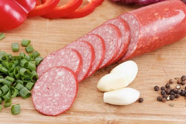 что вреднее сало или колбаса