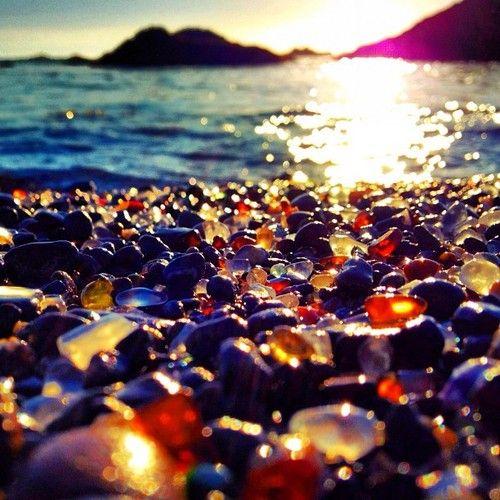 Стеклянный пляж в Калифорнии. Достопримечательности США