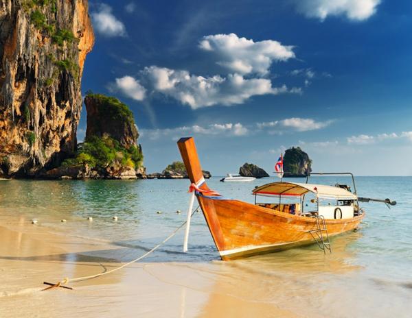Пляжный отдых в ноябре, Таиланд, пляжи Таиланда, лодка на воде, Пхукет