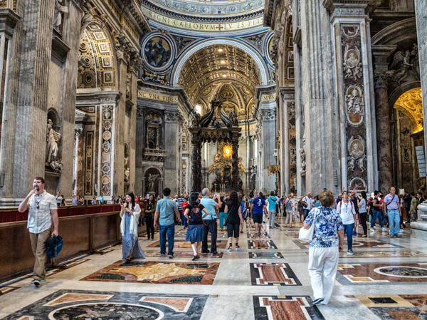 Святые места. Ватикан, Собор Святого Петра изнутри, Собор Святого Петра внутри