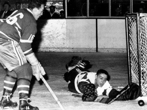 Звезды хоккея. Терри Савчук